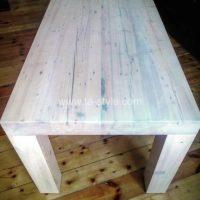 galds  no vecināta koka